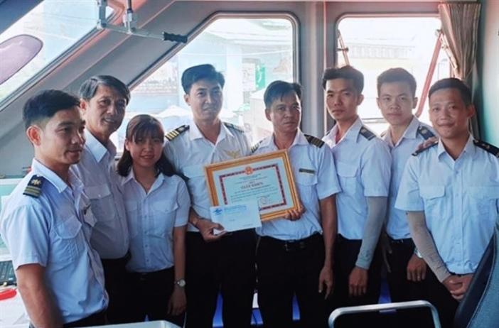 Tàu cao tốc ra Phú Quốc kịp thời cứu 4 người bị nạn trên biển