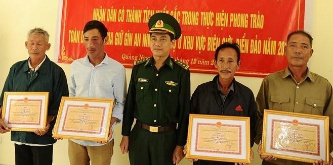 Quảng Nam: Người dân giao nộp thêm 1 bánh heroin dạt vào bãi biển