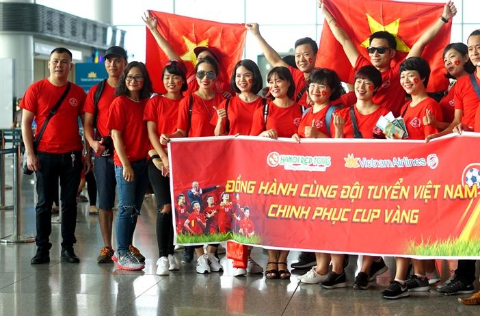 """""""Sốt"""" tour cổ vũ bóng đá tại SEA Games 30"""